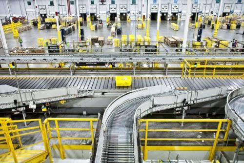 迅销集团与两家机器人企业达成战略合作 实现仓储自动化